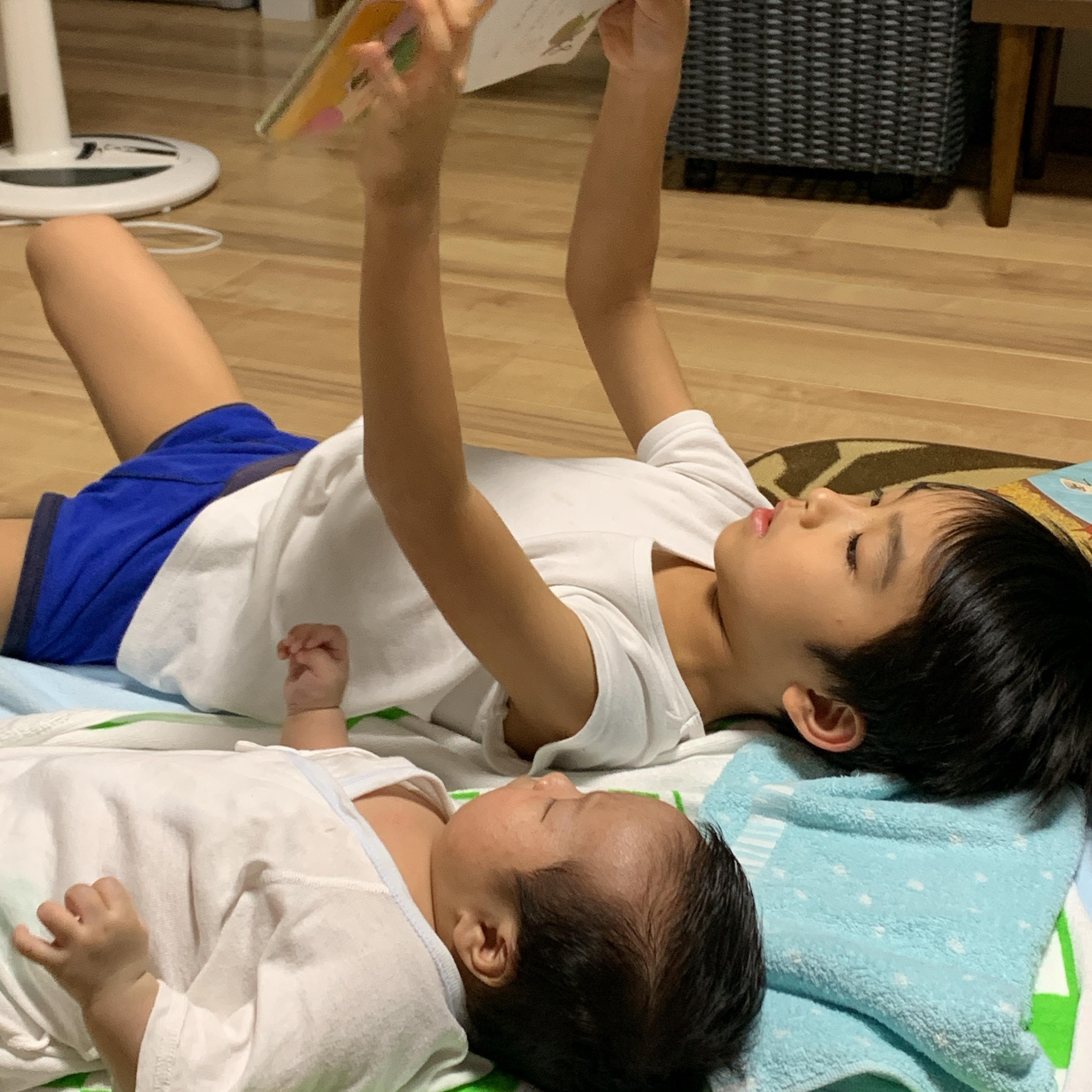 img 2196 - お兄ちゃんの読み聞かせ。お姉ちゃんの寝かしつけ。